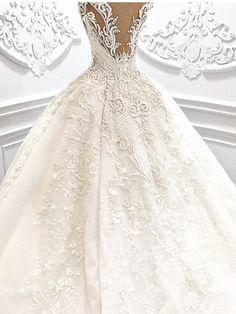 #WEDDING##FASHION# #ELEGANT#