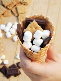 These Campfire Cone S'mores are a tasty variation on the traditions s'mores recipe and are a fun way to enjoy your favorite campfire treat! Campfire Cone, Campfire Desserts, Fall Desserts, Delicious Desserts, Yummy Food, Tasty, Keto Desserts, Oven Smores, Baked Smores
