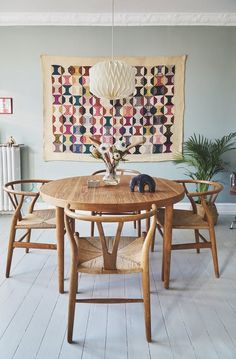 Cecilies spisestue var blevet for neutral - se hendes løsning Interior Exterior, Interior Design, Interior Styling, Vibeke Design, Best Dining, Dining Table Chairs, Vintage Dining Chairs, Dining Room Design, Home Living Room