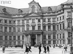 (Pre-war images only, 5 image limit per post) - Página 2 - SkyscraperCity Visit Poland, War Image, Main Entrance, Warsaw, Homeland, Places To Visit, Castle, Louvre, Around The Worlds