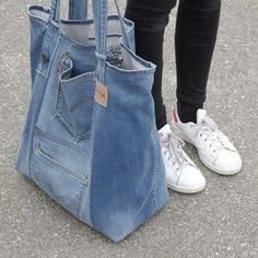 Very nice large upcycled denim bag Jean bag with comfy in Montreal Canadiens Everything of jeans You've searched for Shoulder Bags! 5 diy no sew recycled denim dog toys – Artofit Great denim bag Source by burnettibeti Denim Tote Bags, Denim Purse, Artisanats Denim, Denim Style, Mochila Jeans, Jean Diy, Beste Jeans, Sewing Jeans, Jean Purses