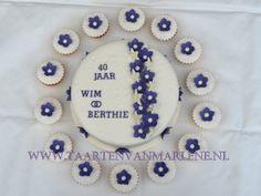 40 jarig huwelijks feest taart met cupcakes.