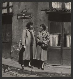 Julia and her sister in Paris, 1950