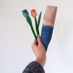 indigo napkin | natural dyes | indigo & sorghum | hand-dyed | handcrafted | natural colors | indigo | jørgen & gaspard | soft colors | wooden flowers | minimalist display