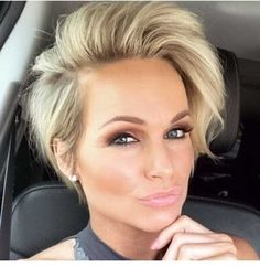 Frisuren Pixie-Bob-Style Chic Short Haircuts for Women Over 50 Another idea for a wedding favor for Popular Short Hairstyles, Pixie Hairstyles, Cool Hairstyles, Hairstyles 2018, Short Womens Hairstyles, Medium Hairstyles, Faux Hawk Hairstyles, Teenage Hairstyles, Casual Hairstyles