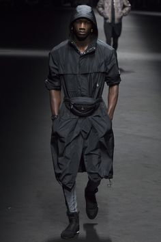 Versace Spring 2017 Menswear Fashion Show - Max Jackson