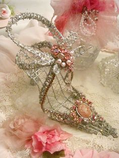 Jeweled slipper... This is art, but I'd love to see a wearable style like this!! Very Princess.. And we all love to see  our tootsies crowned gloriously! ;))