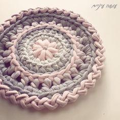 New Ideas For Crochet Granny Square Shirt Rugs Scrap Crochet, Crochet Mittens Free Pattern, Crochet Basket Pattern, Crochet Poncho Patterns, Crochet Granny, Crochet Patterns Amigurumi, Crochet Baby Boots, Crochet Carpet, Beginner Crochet Projects