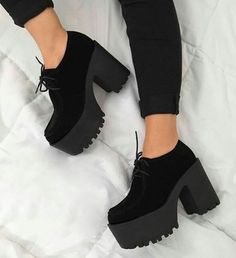 21 Paires De Chaussures Tendance Parfaites Pour Cet Hiver - Welcome to our website, We hope you are satisfied with the content we offer. Fancy Shoes, Pretty Shoes, Me Too Shoes, Fashion Boots, Sneakers Fashion, Fashion Outfits, Pop Punk Fashion, Sock Shoes, Shoe Boots