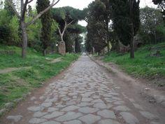 ユーラシア旅行社で行くイタリアツアーでご案内する古代の石畳残る旧アッピア街道
