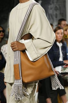 Loewe Spring 2018 Ready-to-Wear Collection Photos - Vogue