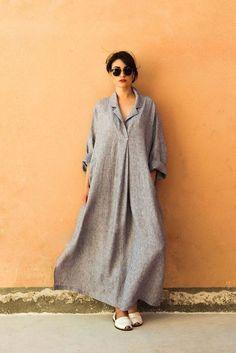 Robe en lin, chemise Positano, mode Positano, robe en lin, v Hijab Fashion, Boho Fashion, Fashion Dresses, Womens Fashion, Bohemian Mode, Bohemian Style, Simple Dresses, Casual Dresses, Style Minimaliste