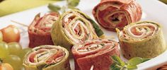 Pretty pinwheel appetizers are made in 10 minutes with deli roast beef, flour tortillas and provolone cheese.