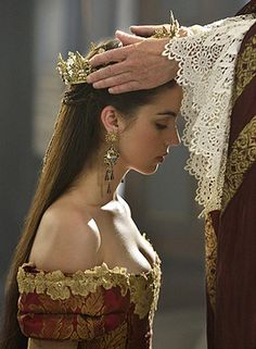 Adelaide Kane as Mary Stuart Queen of Scots in Reign Reign Mary, Mary Queen Of Scots, Queen Aesthetic, Princess Aesthetic, Adelaide Kane, Serie Reign, Poses, Marie Stuart, Reign Tv Show