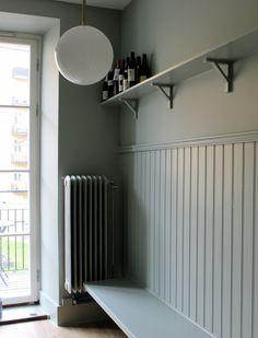 Tracery II 78 färg från Little Greene® - Beställ online Hallway Wall Colors, Hallway Walls, Kitchen Sofa, Kitchen Interior, Entrance Hall Decor, Little Greene Paint, Green Barn, Bradford, Simple House