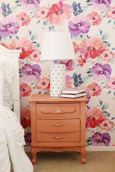 DIY: Pink and Purple Floral Big Girl Room Makeover #biggirlroom #girlroom #roommakeover #homedecor #bedroom #wallpaper