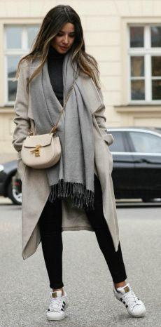 Consuelo Paloma + classic autumn chic style + beige maxi coat + adidas sneakers + oversized scarf + cosy fall feel   Coat/Jeans: Dorothy Perkins, Top: Vero Moda, Scarf: H&M, Sneakers: Adidas.