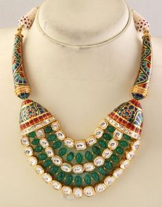 Considered to be a traditional jewelry of India, this JADAU JEWELRY is used in many traditional and auspicious occasions, like marriages and festival celebrations. Has a historic flavor too. India Jewelry, Ethnic Jewelry, Antique Jewelry, Indian Wedding Jewelry, Bridal Jewelry, Collar Indio, Traditional Indian Jewellery, Engraved Jewelry, Diamond Jewelry