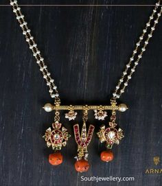 Pearl chain with Shanku Chakra pendant photo Gold Jewelry Simple, Coral Jewelry, Beaded Jewelry, Bridal Jewelry, Ruby Jewelry, Gold Bangles Design, Gold Jewellery Design, Diamond Jewellery, Pearl Necklace Designs