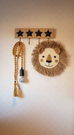 Diy Crafts To Sell, Diy Crafts For Kids, Yarn Crafts, Fabric Crafts, Creation Deco, Macrame Design, Macrame Projects, Macrame Patterns, Diy Wall Decor