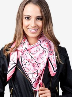 Best scarf how-to I've ever seen. Multiple styles with different size scarves. Ways To Wear A Scarf, How To Wear Scarves, Scarf Tying Tutorial, Silk Neck Scarf, Cute Scarfs, Neck Scarves, Facon, Square Scarf, Fashion Plates