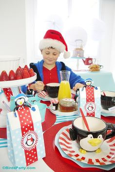 North Pole Breakfast Party Ideas - A fun and festive breakfast to kick start your Christmas Day, with easy to style ideas, DIY table decor and FREE printables ! Christmas Activities For Kids, Christmas Party Games, Christmas Holidays, Christmas Ideas, Family Christmas, Christmas Breakfast, Christmas Morning, Christmas Cocktail, Traditional Christmas Food