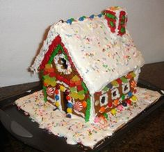 How to make a real, edible GingerBread House Gingerbread House Icing, Homemade Gingerbread House, Make A Gingerbread House, Christmas Baking, Christmas Holidays, Coloured Icing, Holiday Recipes, Holiday Crafts, Icing Recipe