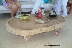 Fantástica mesa realizada con un tronco de árbol.