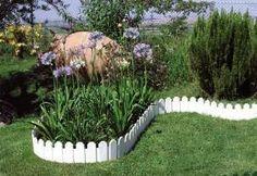 Bordura per giardino bianca   Le recinzioni si possono utilizzare per due motivi di base, il primo è quello di rendere il proprio giardino più piacevole e delimitarne la zona i questi caso si