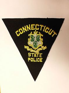 OLD-VINTAGE-CONNECTICUT-STATE-POLICE-BLACK-FELT-TRIANGLE-PATCH