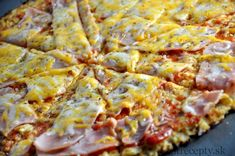 Healthy Cauliflower Pizza www. Cauliflower Pizza Healthy, Zucchini Pizza Crust, Healthy Zucchini, Healthy Pizza, Cauliflower Recipes, Healthy Eating, Healthy Recipes, Pizza Sans Gluten, Gluten Free Pizza