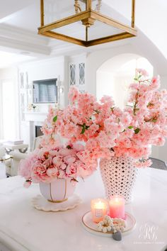 How to design your kitchen design in a thematic area – lamp ideas Arrangement Floral Rose, White Floral Arrangements, Decoration Bedroom, Decoration Table, Room Decor, Pink Flowers, Beautiful Flowers, Pink Candles, Valentines Day Decorations