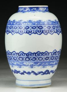 """Chinese Antique Blue & White Porcelain Vase: with a double circle sign in cobalt blue on the base, of Qing Dynasty YONGZHENG Period; Size: H: 6-3/4"""""""