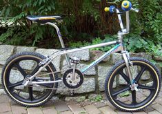 BMX Haro Freestyler....Totally the Rad one to have @ that Era when I was coming Up ! Everybody wanted one...only the fortuate,and the lucky were able to Bragg and make your mouth water over that one .