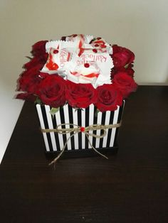 Flower box, kwiaty w pudełku, Rafaello, kwiaty i słodycze, pomysł na prezent, kwiaty na dzień mamy, prezent na ślub