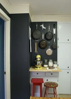 Good idea to store pots and pans. Now to find the space to do this here...???