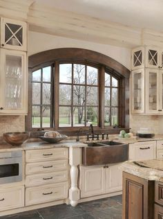 If you are looking for Rustic Farmhouse Kitchen Design Ideas, You come to the right place. Below are the Rustic Farmhouse Kitchen Design Ideas. Farmhouse Kitchen Cabinets, Farmhouse Style Kitchen, Modern Farmhouse Kitchens, Rustic Farmhouse, Kitchen Modern, Kitchen Cabinets Designs, Rustic House Design, Interior Design Farmhouse, Tuscan Kitchens
