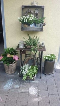 Small Space Gardening, Garden Spaces, Small Gardens, Porches, Decoration, Potted Plants, Small Spaces, Kerb Appeal, Candy Corn