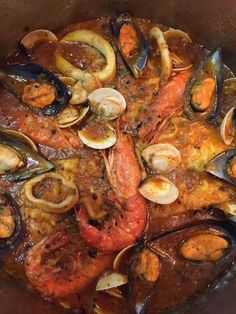 Zarzuela de pescado Spanish Cuisine, Spanish Tapas, Spanish Food, Seafood Recipes, Mexican Food Recipes, Ethnic Recipes, Crab Feast, Pot Roast, Food To Make