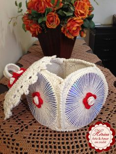 How to Make Crochet Look Like Knitting (the Waistcoat Stitch) Cd Crafts, Bottle Crafts, Diy And Crafts, Arts And Crafts, Crochet Crafts, Crochet Doilies, Crochet Projects, Doily Rug, Crochet Designs