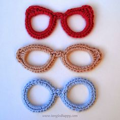 Eyeglasses Applique {Free Crochet Pattern} Dress up your stuff with a vintage inspired eyeglasses appliqué. Personalize library bags, and eyeglasses case or whatever else you can dream up. Choose your favorite stye and whip up one of these in just a few minutes.