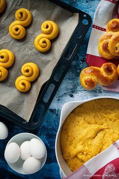 Saffron buns by Anna Nilsson from Hela Sverige Bakar (The Swedish Bake Off). Photo & Styling: Sanna Livijn Wexell.