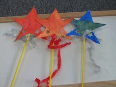 Om goed te kunnen toveren kleurden we met ecoline een mooie ster. We mengden de verf en ontdekten nieuwe kleuren. Van de ster maakten we een toverstaf.