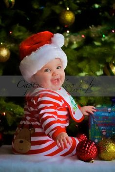 Over 40 adorable Christmas pictures will help you plan an amazing Santa Baby photo shoot. Baby Christmas Photos, Xmas Photos, Babies First Christmas, Family Christmas, Christmas Time, Christmas Postcards, Christmas Ideas, Christmas Quotes, Christmas Inspiration