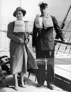 King George VI and Queen Elizabeth wearing lifejackets at sea aboard the 'Empress of Australia' en route to Canada. Lady Elizabeth, Princess Elizabeth, Princess Diana, Royal King, Duchess Of York, Casa Real, King George, George Duke, Queen Mother