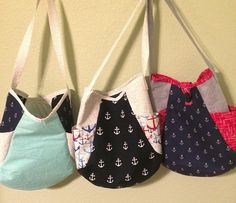 I really like the nautical fabrics on these Noodlehead 241 bags...especially the middle one.