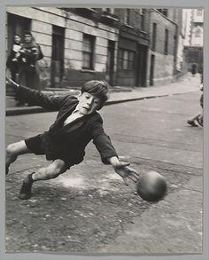 Roger Mayne, Goalie, Brindley Road, off Harrow Road, 1956 last picture show Roger Mayne, Street Football, London History, National Gallery Of Art, Foto Art, Street Photographers, Goalkeeper, Vintage Football, Photos Du