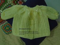 Casaquinho de Bebê Pala Folha Simples em Tricô(With english subtitles) - Fashion Trends 2020 Modadiaria 每日时尚趋势 2020 时尚 Knitting Videos, Crochet Videos, Crochet Bebe, Crochet For Kids, Princesa Charlotte, Maria Clara, Baby Booties, Baby Dress, Kids Outfits
