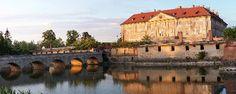 9 tipov zo západného Slovenska, ktoré by ste mali vidieť Cabin, House Styles, Home, Decor, Decoration, Cabins, Ad Home, Cottage, Homes