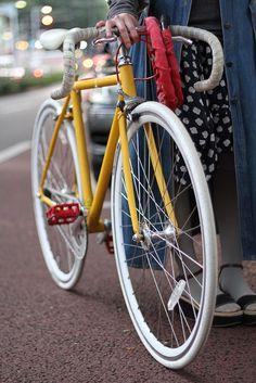 yellow road bike. i want one so bad